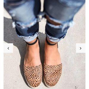 Vici Simba scalloped espadrille sandals. ☀️